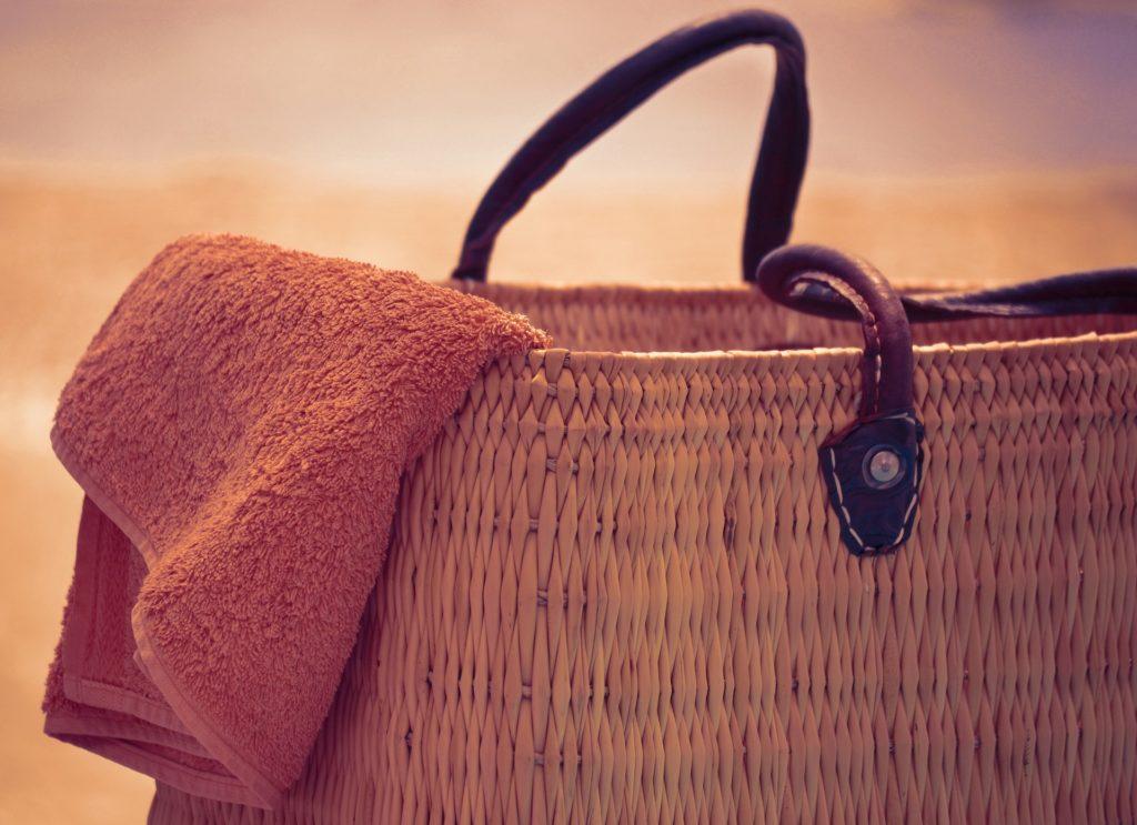 dc08f2246f50fb Odpowiednia torba plażowa to niezbędny element dla każdej kobiety.